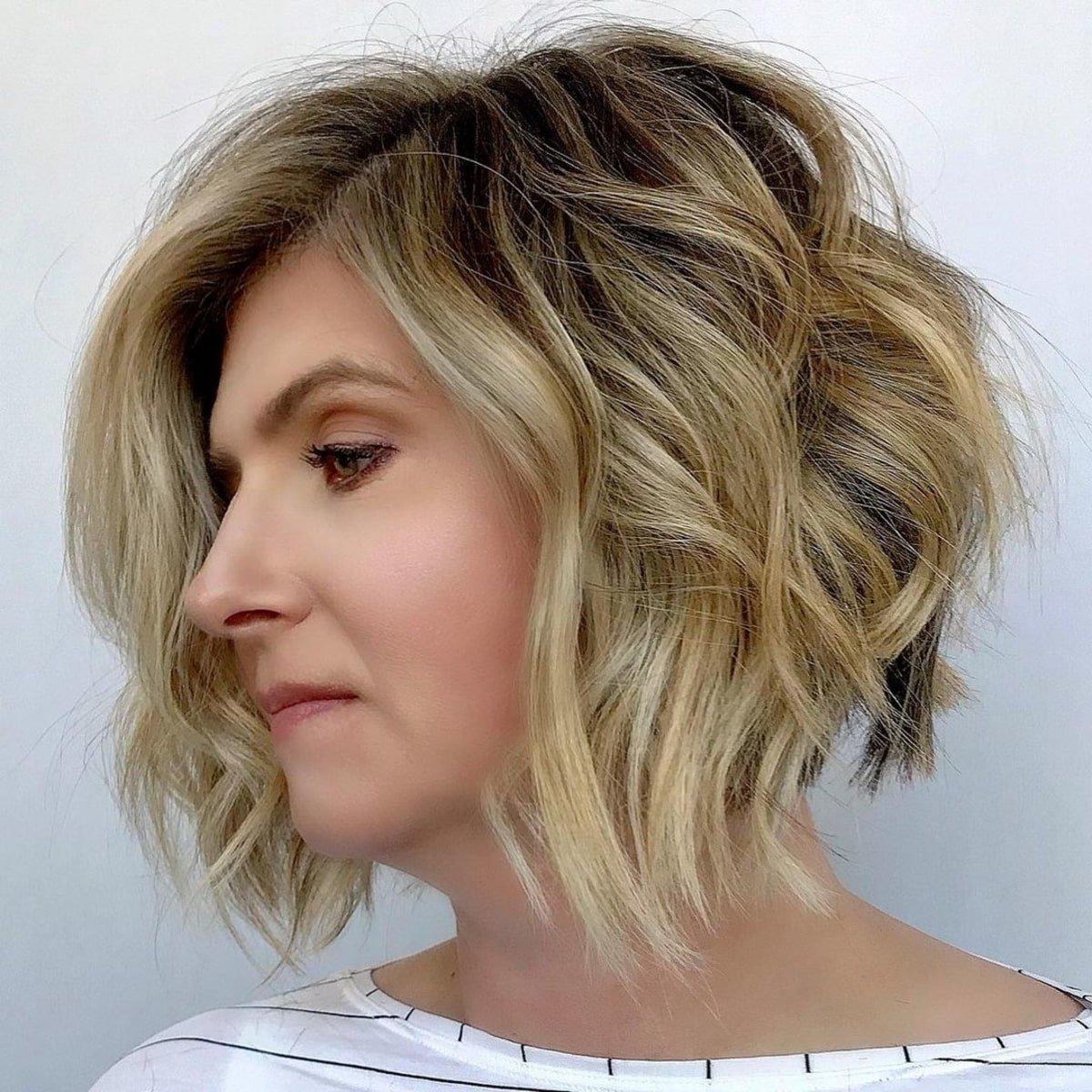 Bob de capas cortas para cabello ondulado