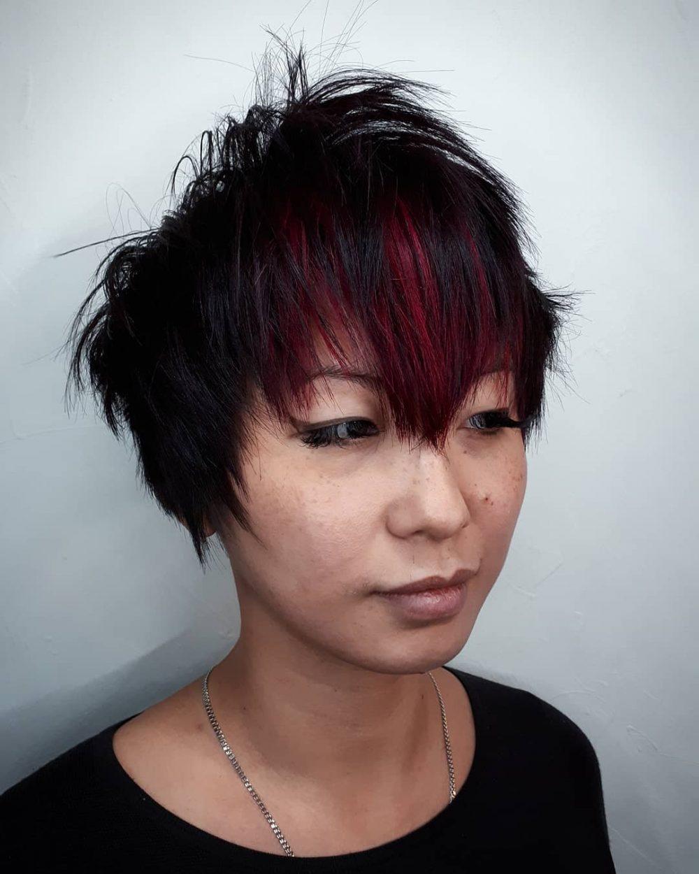 corte de pelo corto pixie desordenado para chica asiática