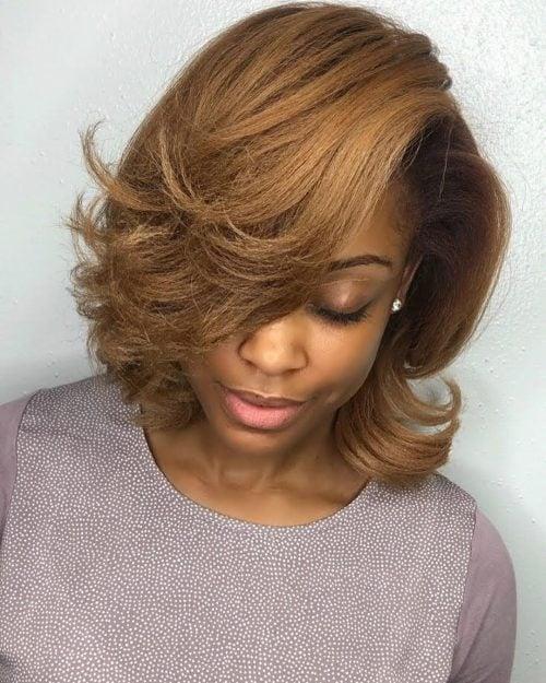 peinado bob corto de aspecto natural para mujer negra