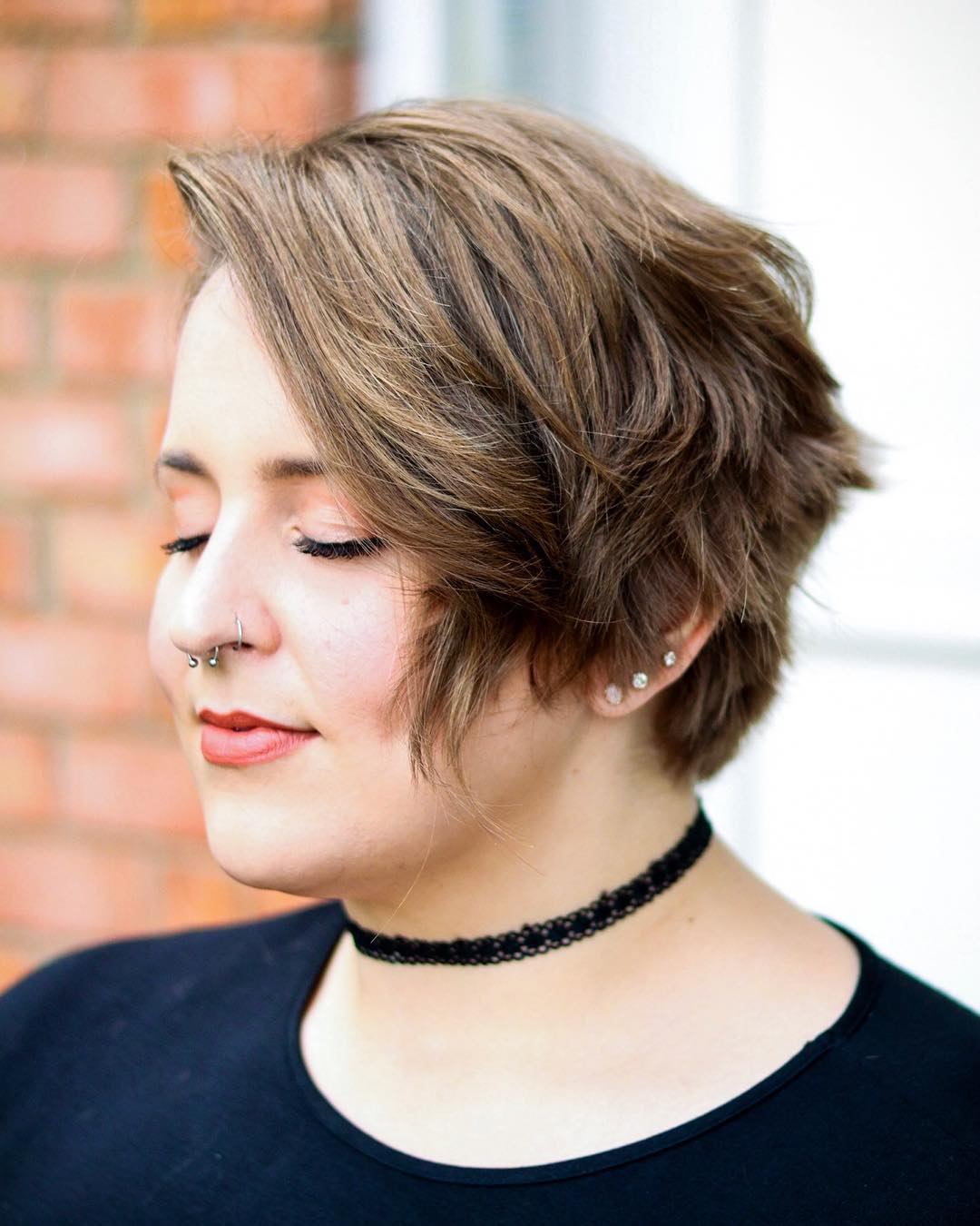 15 Flattering Short Hairstyles for Round Face Shapes in 15