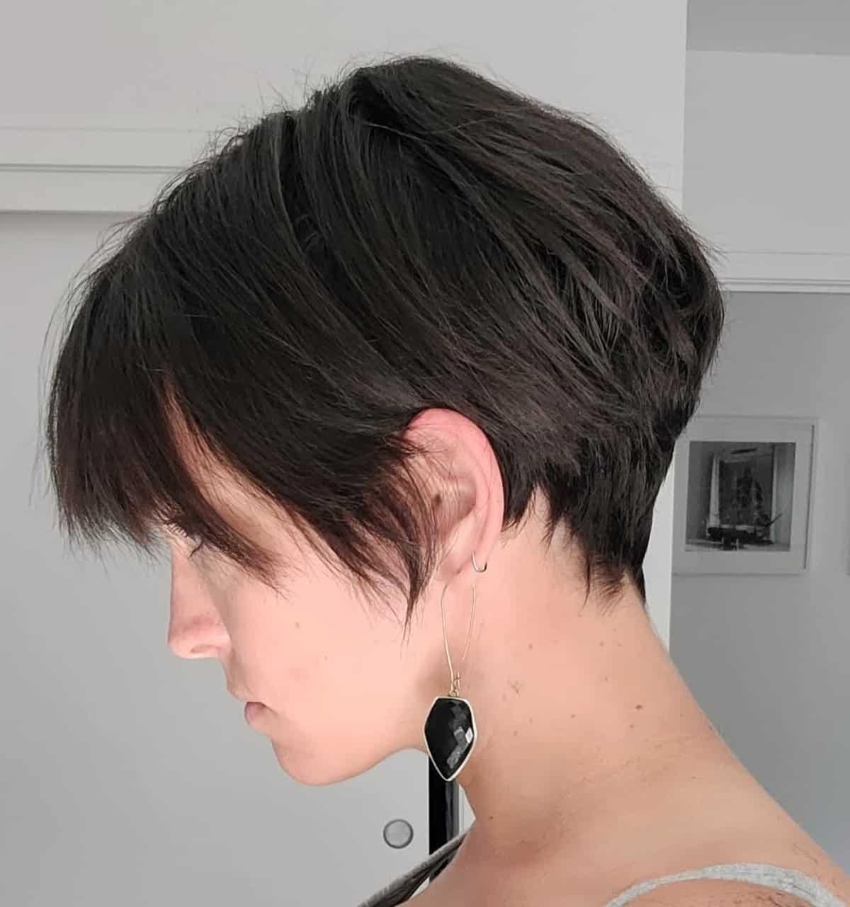 Duendecillo afeitado corto con quemaduras laterales