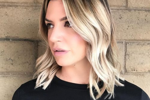 Short and wavy haircut with natural roots