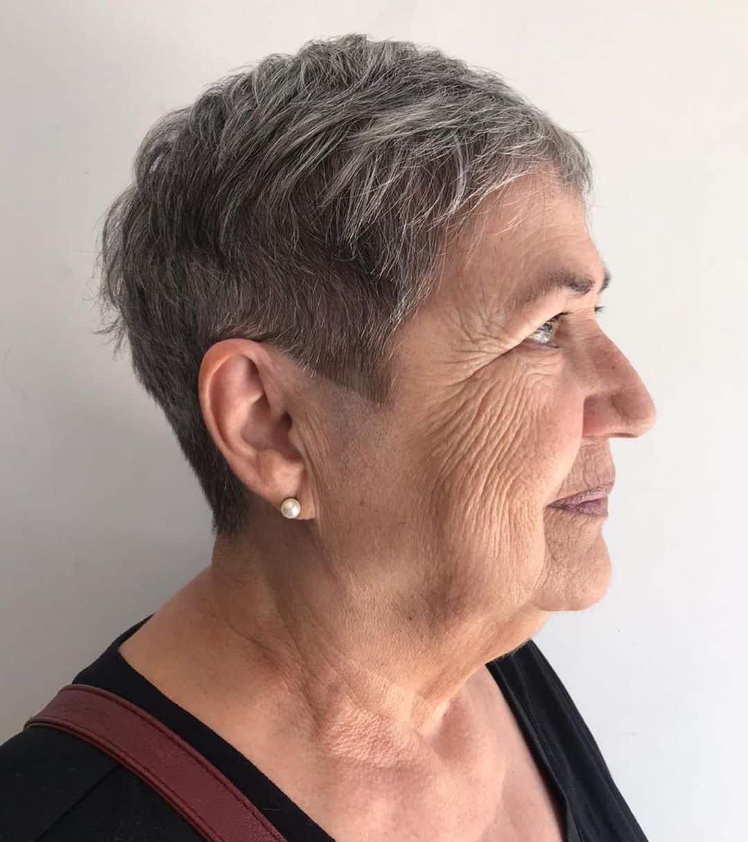 Peinado Pixie Bob más corto para mujeres mayores de 50 años