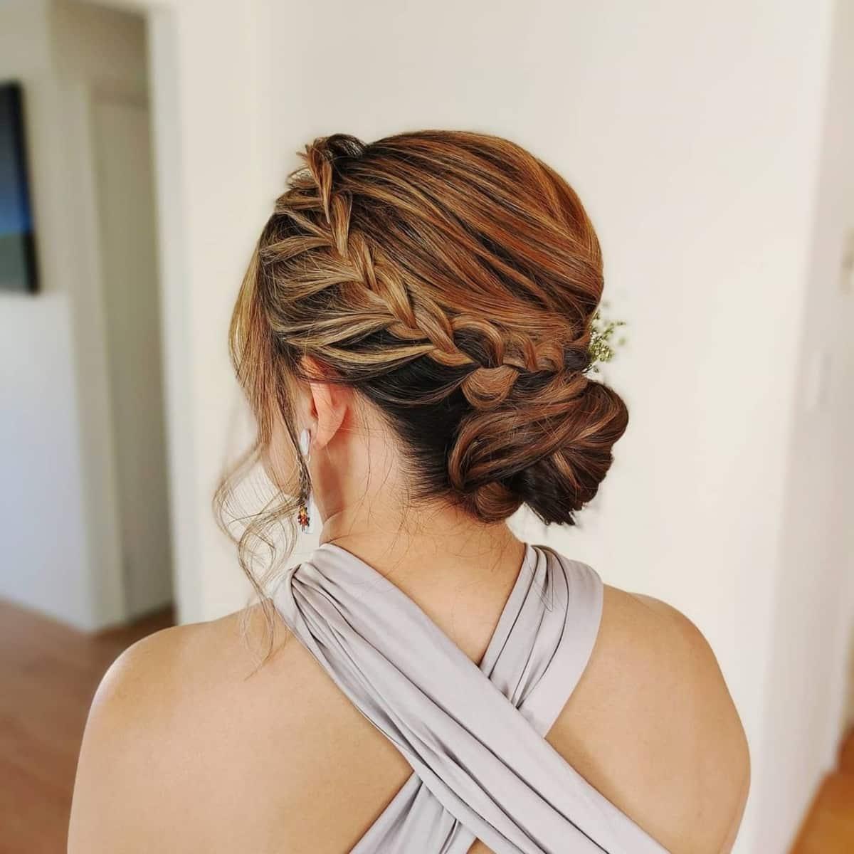 Updo trenzado simple para cabello largo