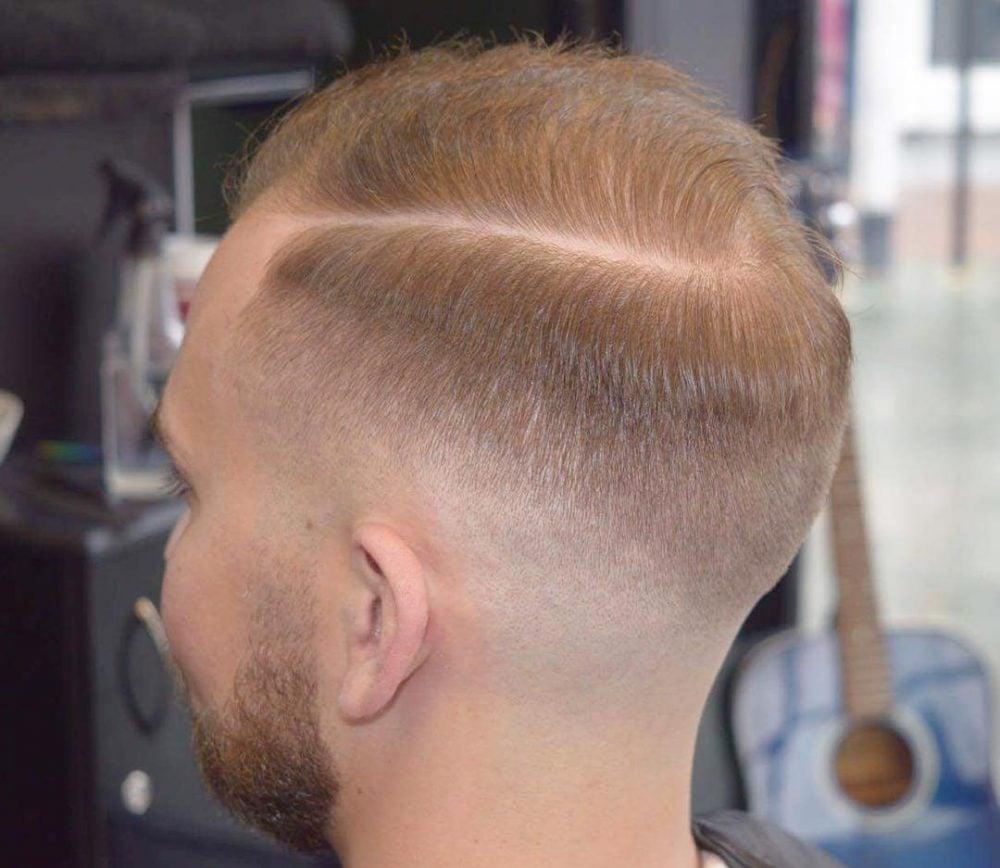 Skin Fade Dengan gaya rambut Hard Parting