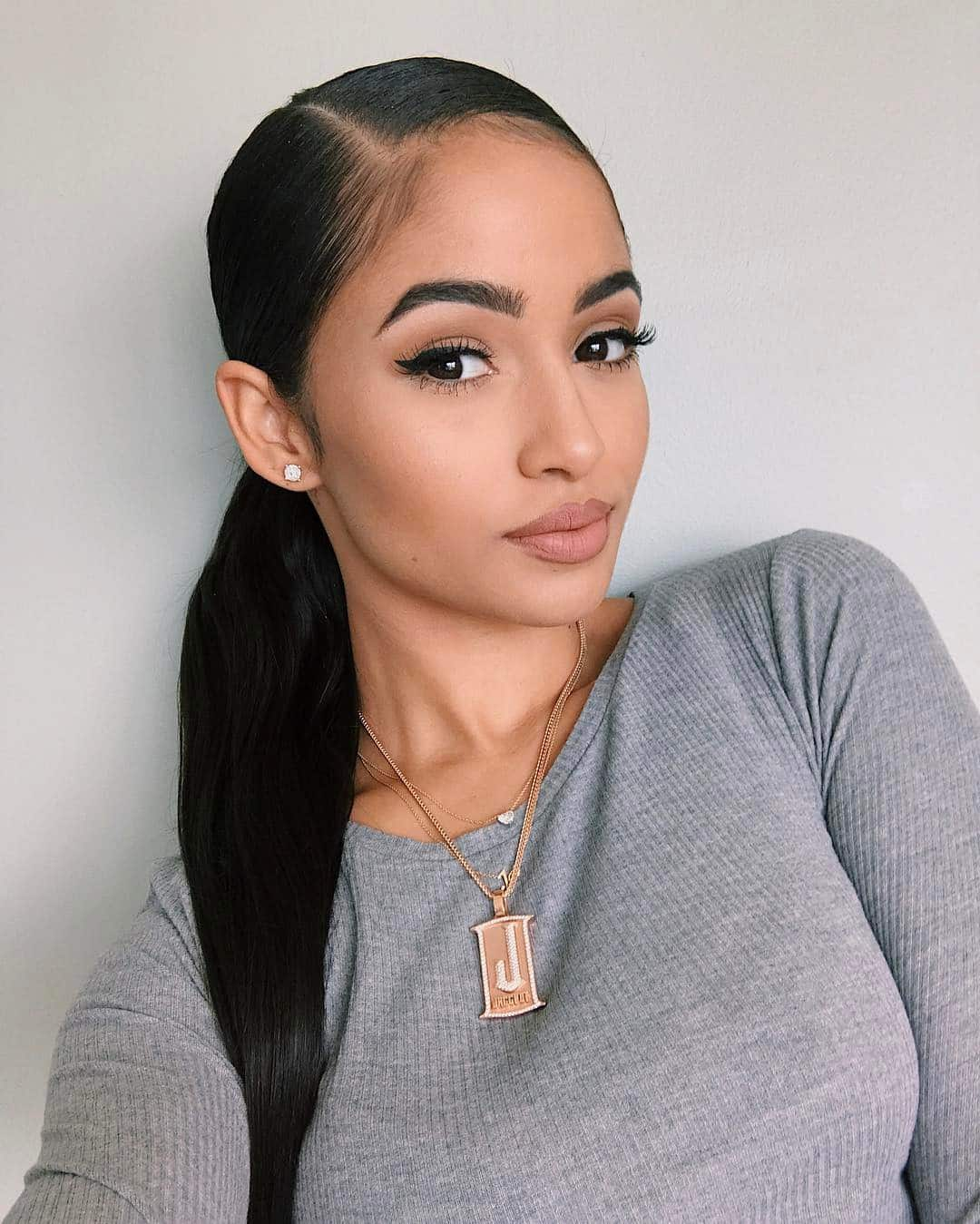 sleek ponytail for women with oval faces
