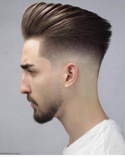 Baja decoloración calva en cabello largo y liso