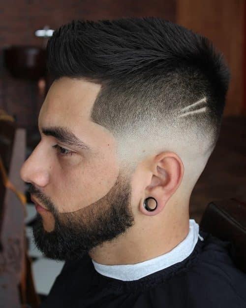 pequeño peinado de quiff
