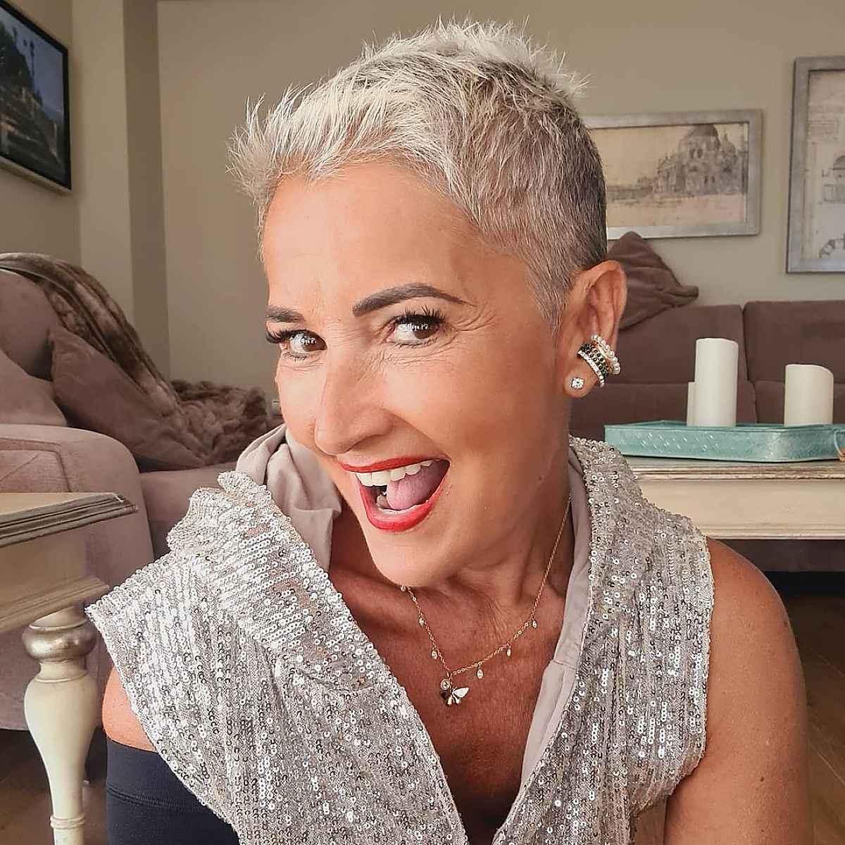 Pixie Pixie para cabello corto para mujeres mayores