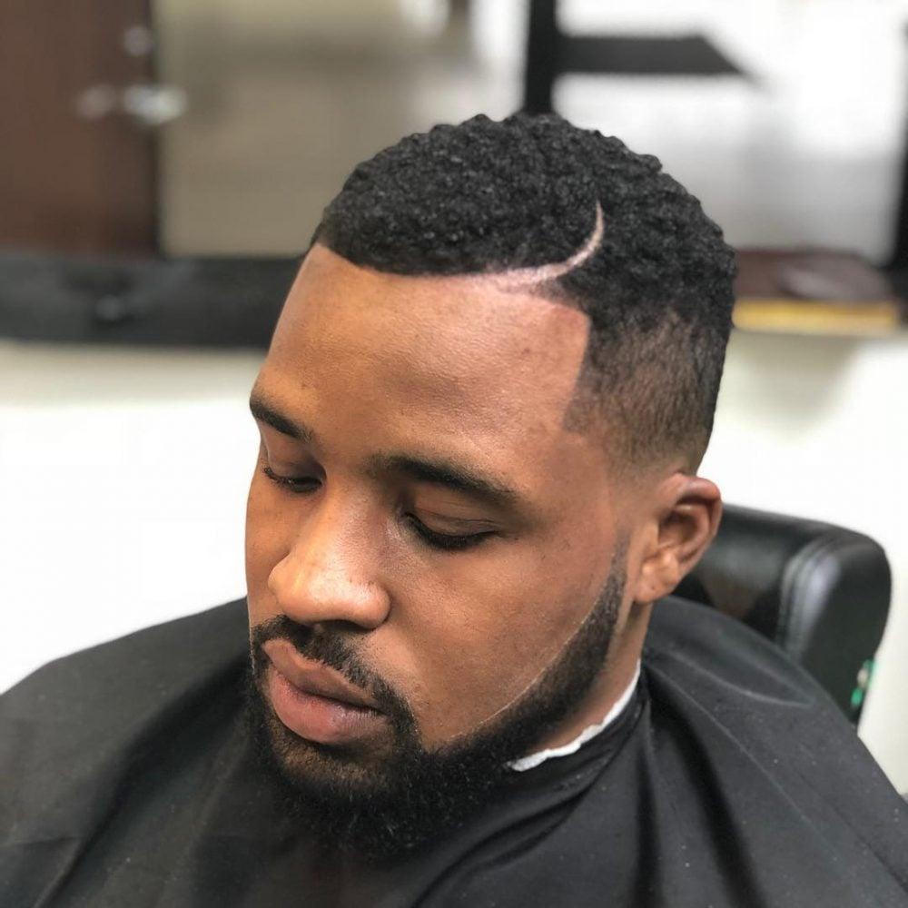 Peinado afro cónico con barba