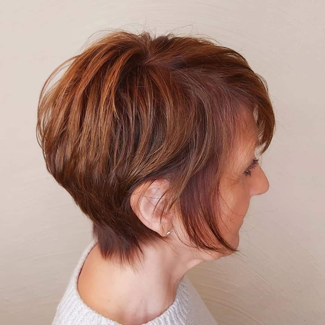 Un duendecillo largo con textura elegante para cabello fino