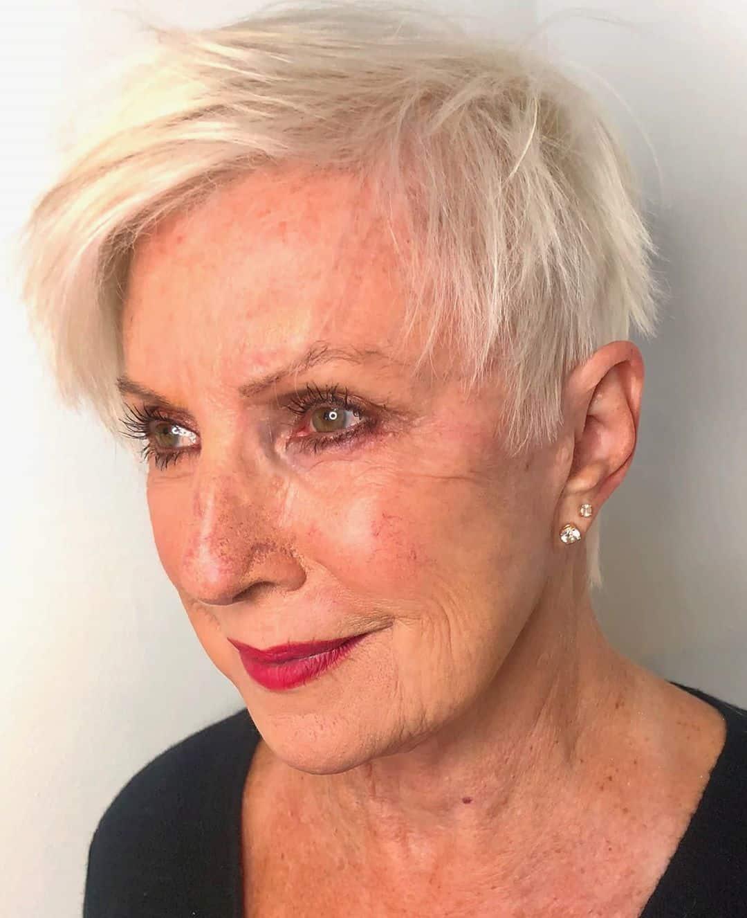 Pixie texturizado para mujeres mayores de 70 años