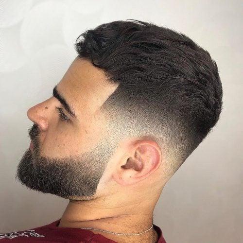 El corte de caballero para cabello ondulado
