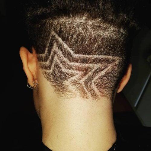 Estrella afeitada en el peinado de los hombres.