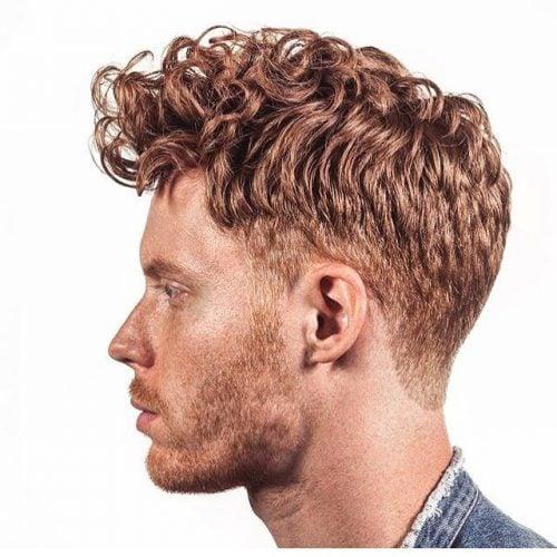 Peinado Quiff de moda para cabello de longitud media