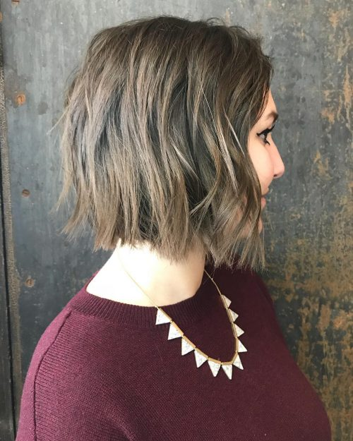 Picture of a short triangular bob hairstyle for long faces