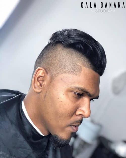 Fohawk ondulado para cabello de longitud media