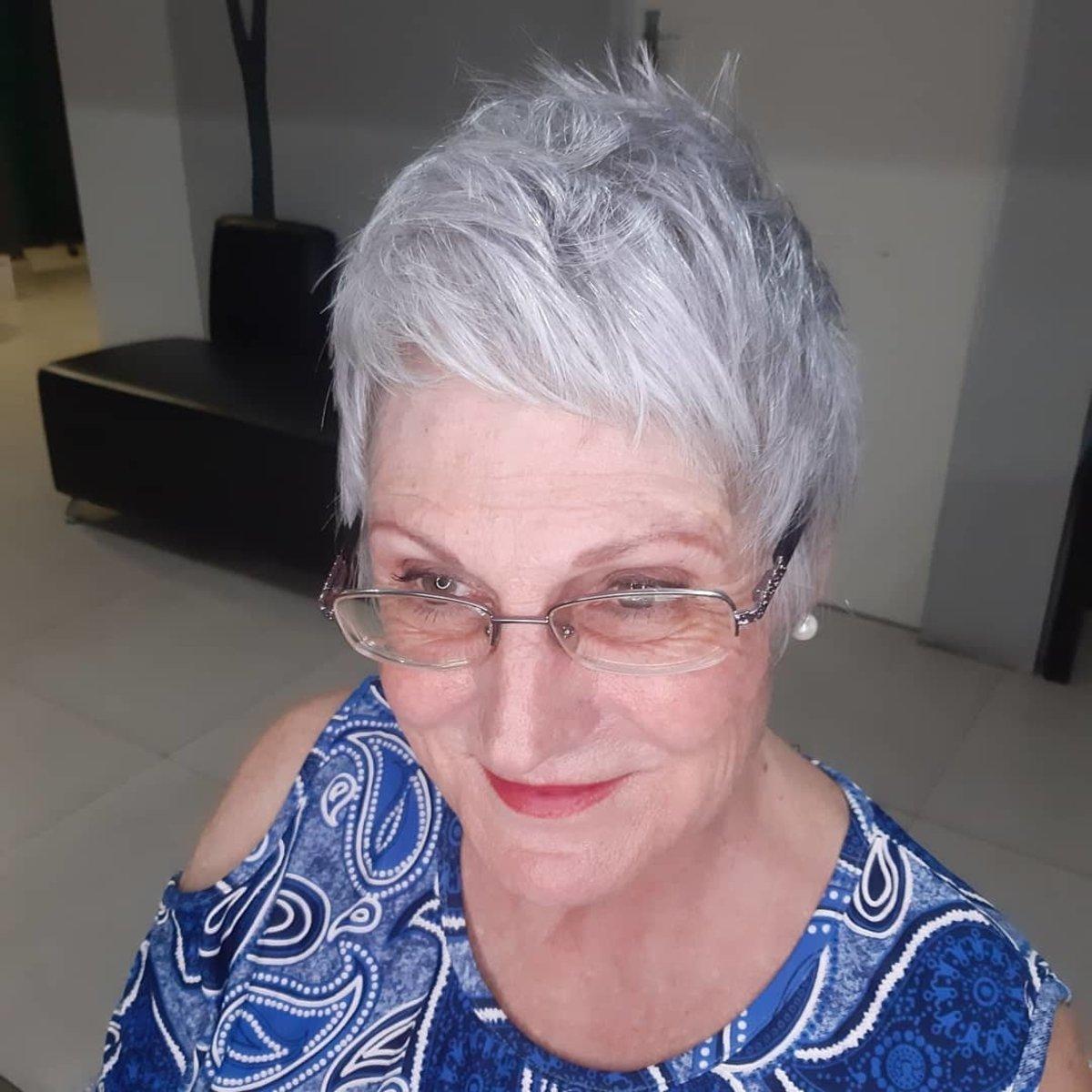 duendecillo muy corto para cabello grueso de más de 60