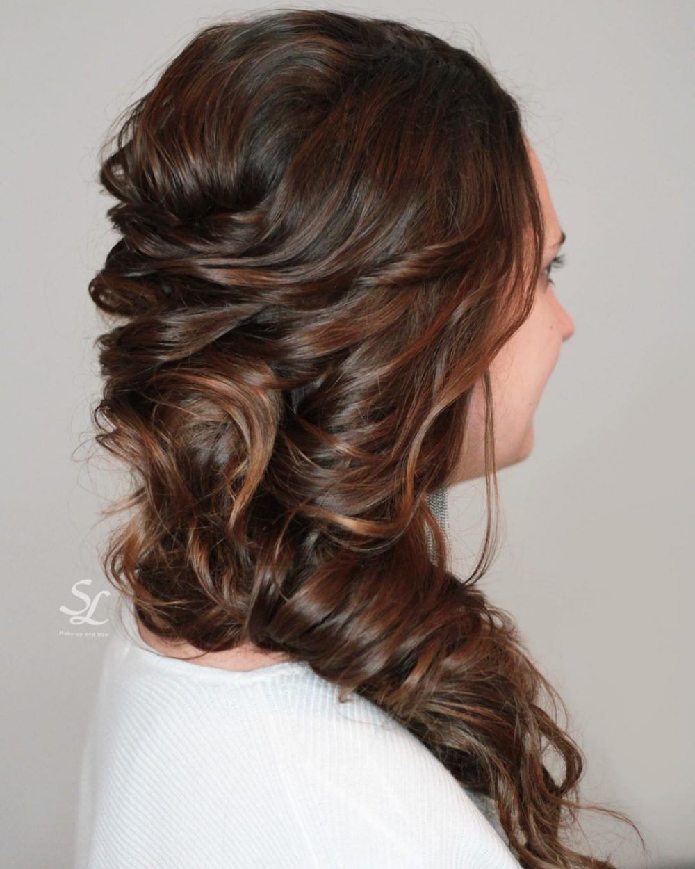 Voluminous Side 'Do hairstyle