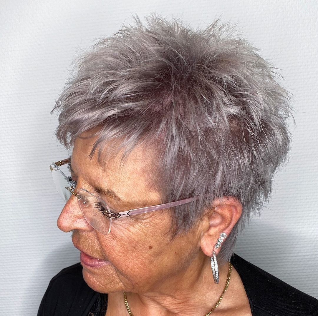 3 Modern Haircuts for Women Over 3 to Look Younger (Pictures + Tips)